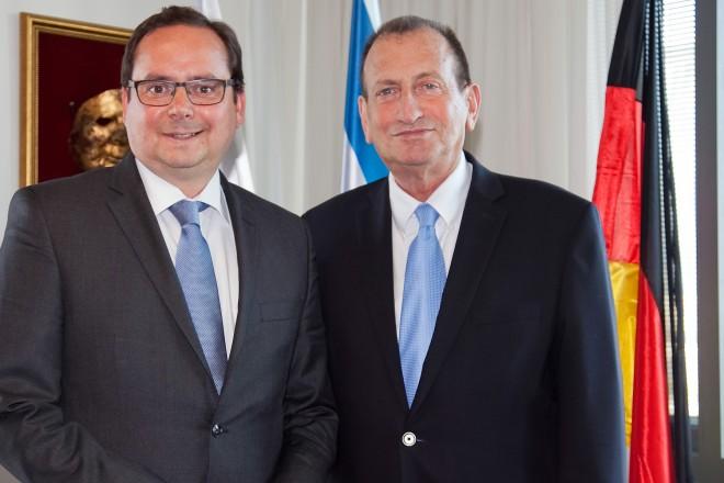 Oberbürgermeister Thomas Kufen mit dem Bürgermeister der Stadt Tel Aviv Ron Huldai (rechts)