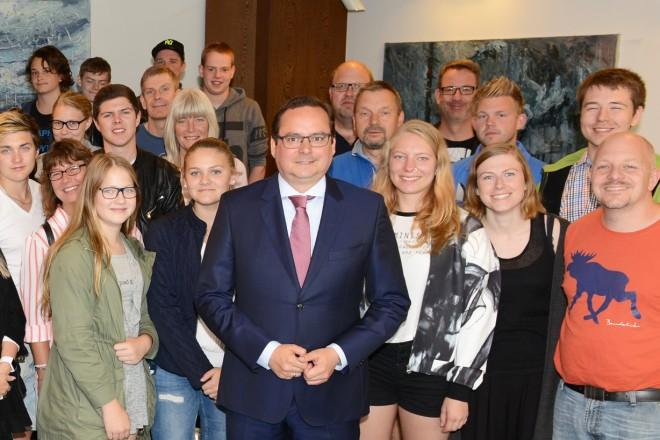 Oberbürgermeister Thomas Kufen begrüsst ein Gastorchester aus Sjöbo in Schweden, Gäste des Schönebecker Jugend- Blasorchester