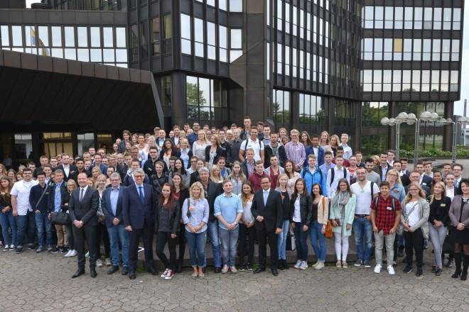 Oberbürgermeister Thomas Kufen begrüßt 177 neue Nachwuchskräfte der Stadt Essen.