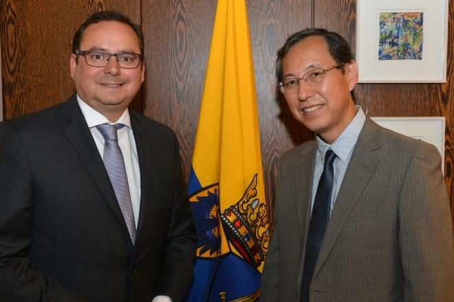 Oberbürgermeister Thomas Kufen empfängt den japanischen Generalkonsul Ryuta Mizuuchi.