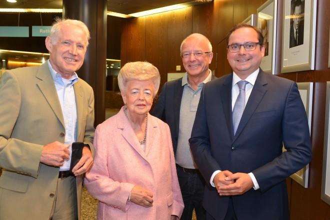 Oberbürgermeister Thomas Kufen, Oberbürgermeister a.D. Reinhard Paß, Altoberbürgermeisterin Annette Jäger und Oberbürgermeister a.D. Dr. Wolfgang Reiniger (v.r.n.l.).