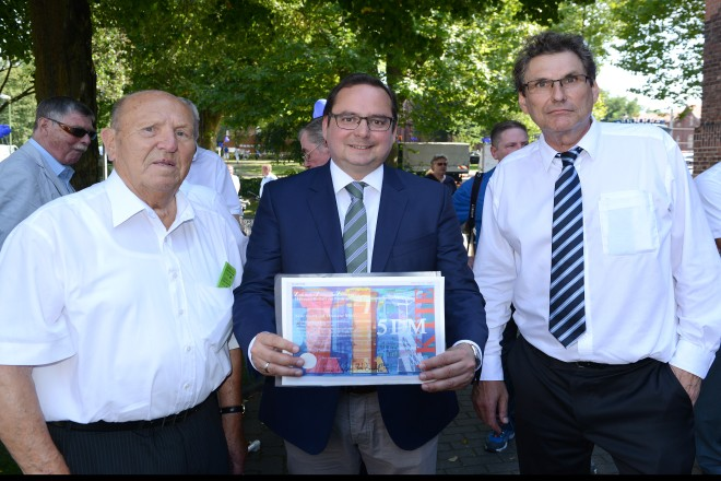 20 Jahre Triple Z v.l.n.r : Werner Dieker, Vorsitzender des Aufsichtsrats, Oberbürgermeister Thomas Kufen und Vorstands-Vorsitzende, Dipl.-Ing. Dirk Otto, der zugleich Zentrumsleiter ist.