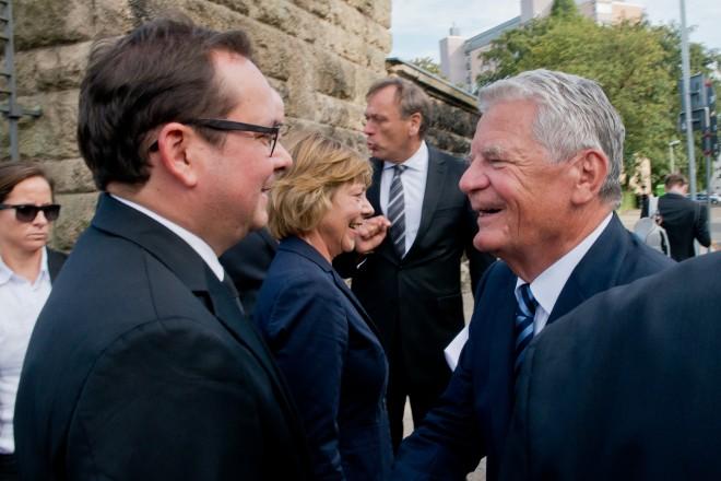 Oberbürgermeister Thomas Kufen verabschiedet Bundespräsident Joachim Gauck.