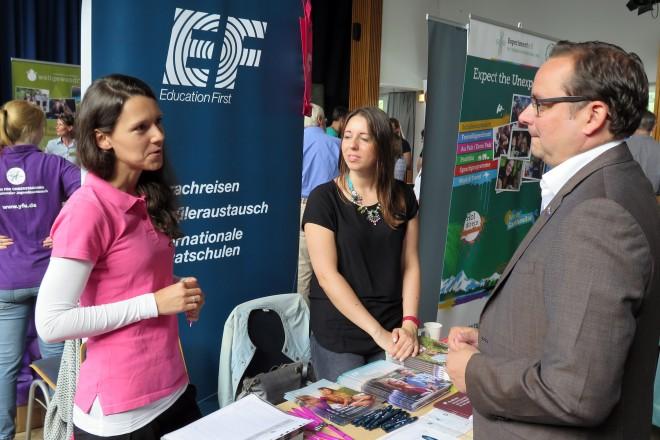Oberbürgermeister Thomas Kufen besucht die JugendBildungsmesse (JuBi). Foto: