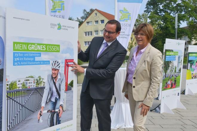 Oberbürgermeister Thomas Kufen und Umweltdezernentin Simone Raskob stellen die Werbekampagne zur Grünen Hauptstadt 2017 vor.