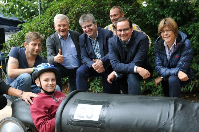Oberbürgermeister Thomas Kufen eröffnet das Seifenkistenrennen in der Gruga