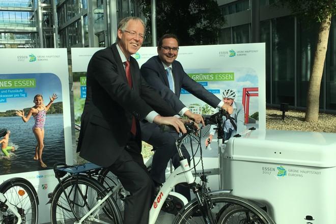 Foto: Dr. Ingo Luge und Oberbürgermeister Thomas Kufen