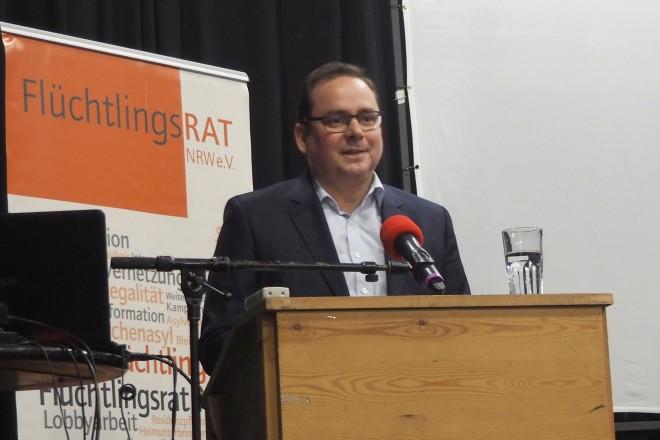 Oberbürgermeister Thomas Kufen bei der Ehrenamtspreisverleihung des FlüchtlingsRAT NRW e.V.
