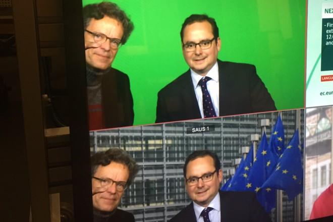 """Oberbürgermeister Thomas Kufen beim Interview mit Ralph Sina, Leiter des WDR-NDR Studios in Brüssel, zum Thema """"Kommunale Entwicklungszusammenarbeit"""". Foto: Stadt Essen"""