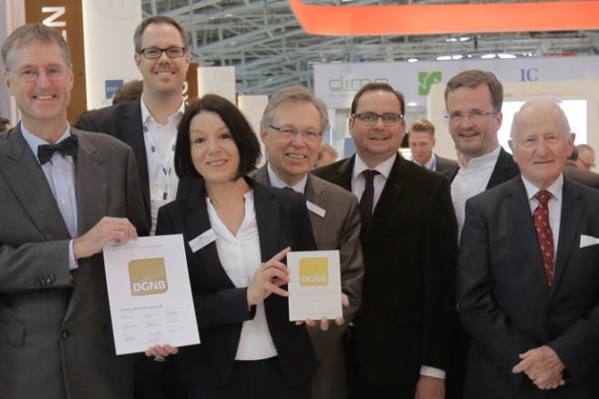 Foto: Feierliche Übergabe von Zertifikaten der Deutschen Gesellschaft für Nachhaltiges Bauen (DGNB) an die EUROPA-CENTER AG im Rahmen der EXPO REAL in München