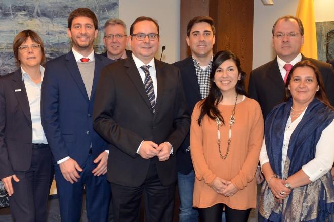 Oberbürgermeister Thomas Kufen (Mitte) und Umweltdezernentin Simone Raskob (3.v.l.) begrüßten eine lateinamerikanische Delegation, die Gäste der Konrad-Adenauer-Stiftung sind.