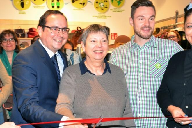 """Oberbürgermeister Thomas Kufen bei der Eröffnung des """"Oxfam Shop Essen""""."""