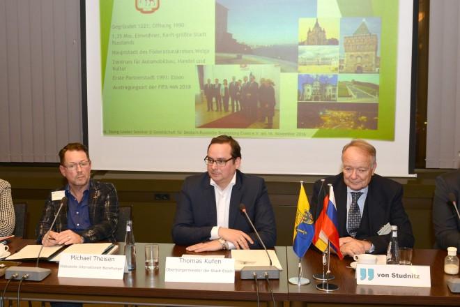 Oberbürgermeister Thomas Kufen begrüßt die Young-Leaders des Deutsch-Russischen Forums