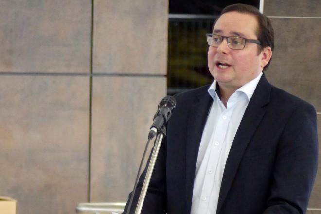 """Oberbürgermeister Thomas Kufen bei der Eröffnung des Schwimmfests der """"Special Olympics NRW""""."""