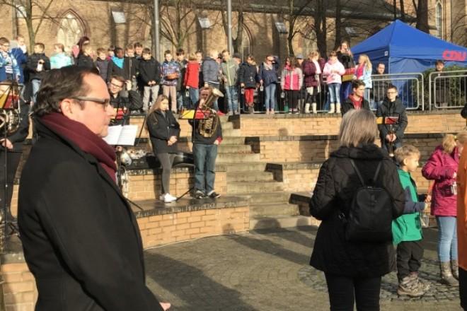 Oberbürgermeister Thomas Kufen eröffnet den Borbecker Weihnachtsmarkt
