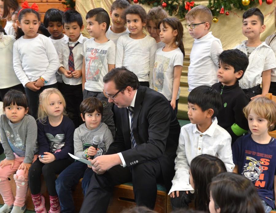 Weihnachtsfeier Geschichte.Oberbürgermeister Besucht Weihnachtsfeier Des Deutschen
