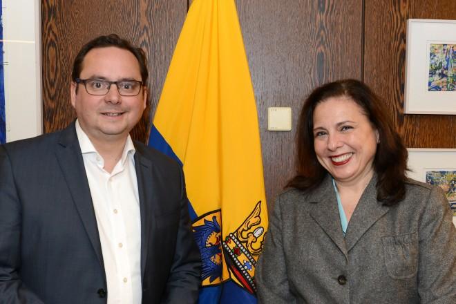 Oberbürgermeister Thomas Kufen begrüßt die spanische Generalkonsulin Maria Mercedes Alonso Frayle