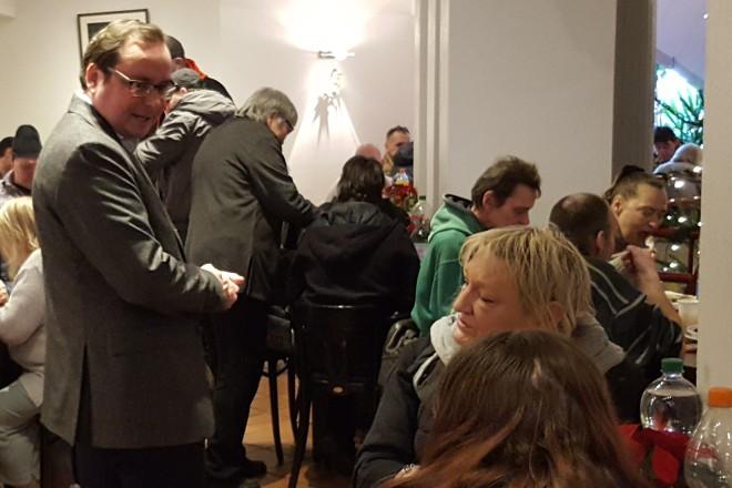 Oberbürgermeister Thomas Kufen nimmt zum zweiten Mal an der zentralen Weihnachtsfeier für wohnungslose Menschen teil.