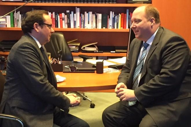 Oberbürgermeister Thomas Kufen im Gespräch mit Staatsminister Helge Braun