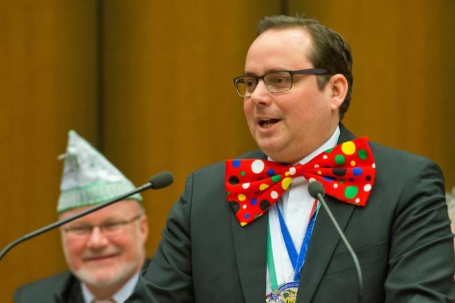 Oberbürgermeister Thomas Kufen bei der närrischen Ratssitzung.