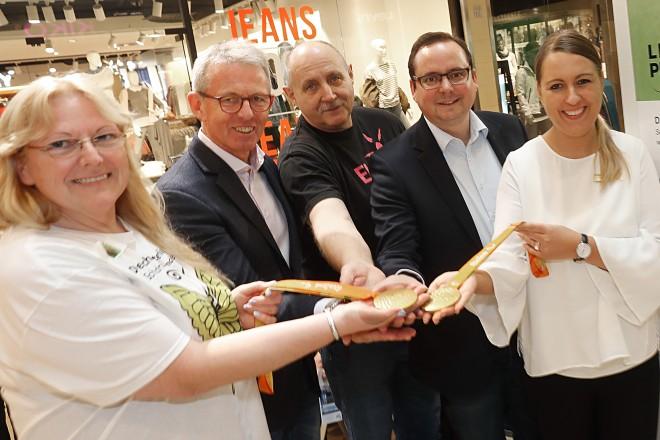 Oberbürgermeister Thomas Kufen besucht die Veranstaltung zum Tag der seltenen Erkrankungen