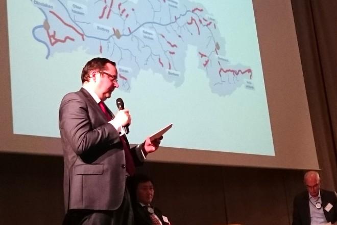 Oberbürgermeister Thomas Kufen hält einen Vortrag auf der Biennale des Wandels in Grenoble. Foto: Michael Theisen