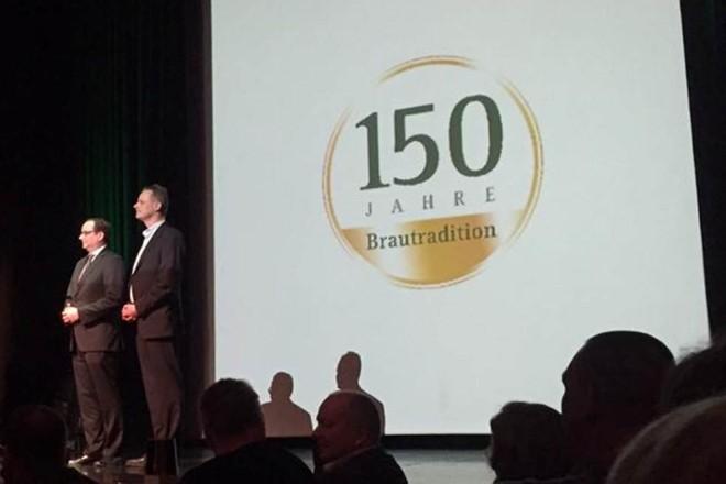 Oberbürgermeister Thomas Kufen bei der 150 Jahres-Feier Stauder Brauerei .