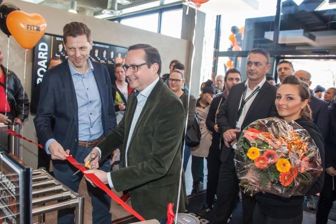 Oberbürgermeister Thomas Kufen eröffnet das 3.FitX-Studio in Essen
