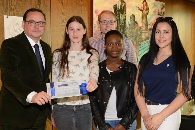 Besuch der Schülerfirma des Mädchengymnasiums Borbeck bei Oberbürgermeister Thomas Kufen