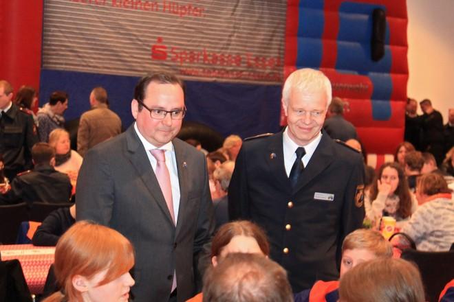 Oberbürgermeister Thomas Kufen beim 50-jährigen Bestehen der Essener Jugendfeuerwehr auf der Zeche Zollverein.