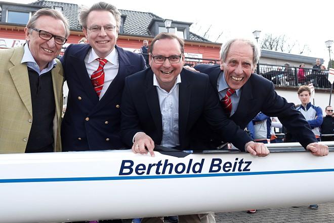 Bootstaufe des neuen Ruder-Achters Berthold Beitz. von links Sparkassenchef Volker Behr ,Felix Henle (Verwandschaft Berthold Beitz), OB Thomas Kufen, Eberhard Wühle (Rudervereinigung)