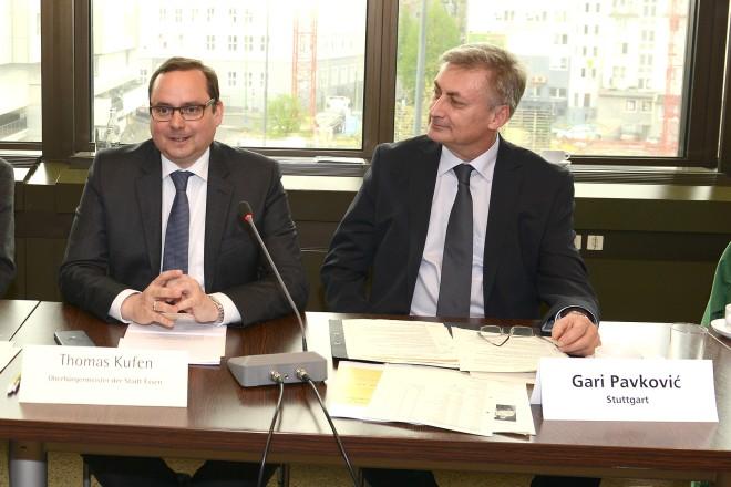 """Oberbürgermeister Thomas Kufen begrüßt die Teilnehmer des Workshop """" Kommunale Qualitätszirkel zur Integrationspolitik """""""