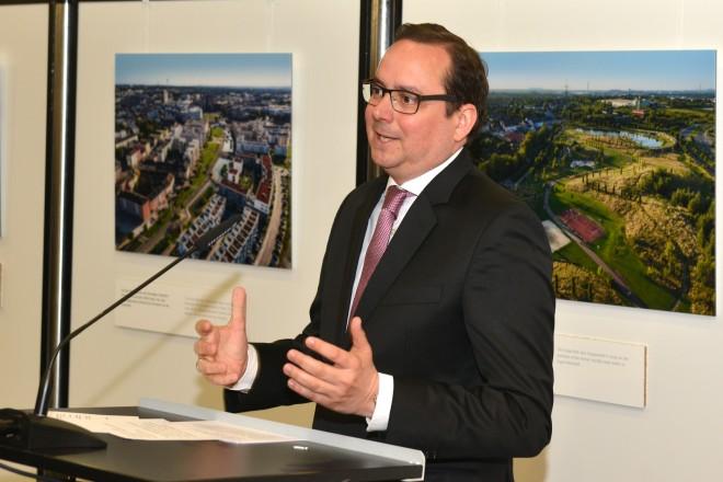 Oberbürgermeister Thomas Kufen eröffnet die Foto-Ausstellung Grüne Hauptstadt Essen 2017.
