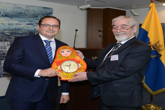Oberbürgermeister Thomas Kufen begrüßt eine Delegation russ.Universitätsprofessoren aus Nischnij Nowgorod Oberbürgermeister Thomas Kufen und Prof.Dr. S.Zhybussov
