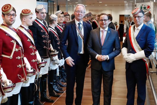 125.Stiftungsfest CV Zirkel Essen.Begrüßt wurde Oberbürgermeister Thomas Kufen durch den Bundesvorsitzenden Heiner Emrich und den Essener Zirkel Vors. Stephan Breil (rechts)