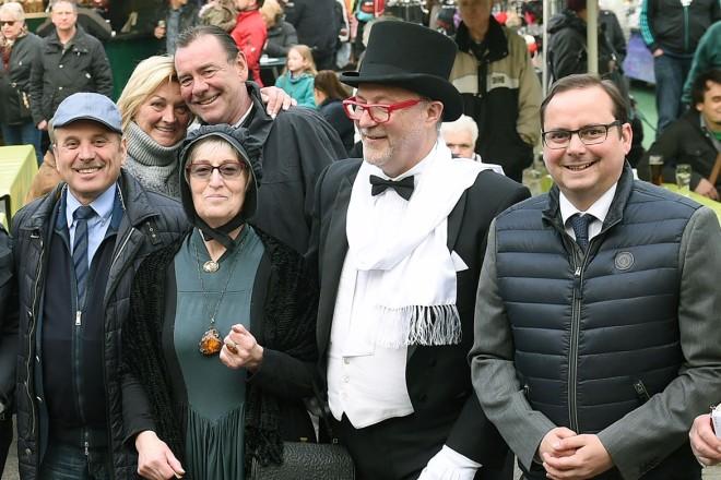 Oberbürgermeister Thomas Kufen (2.v.r ) besucht die 18. Happy Days in Dellwig