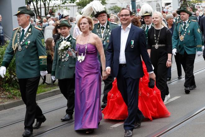 Oberbürgermeister Thomas Kufen beim den Festumzug des Bürgerschützenvereins Frohnhausen