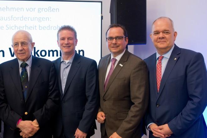 """Podiumsdiskussion """"Unternehmen vor großen Herausforderungen: Ist unsere Sicherheit bedroht?"""""""
