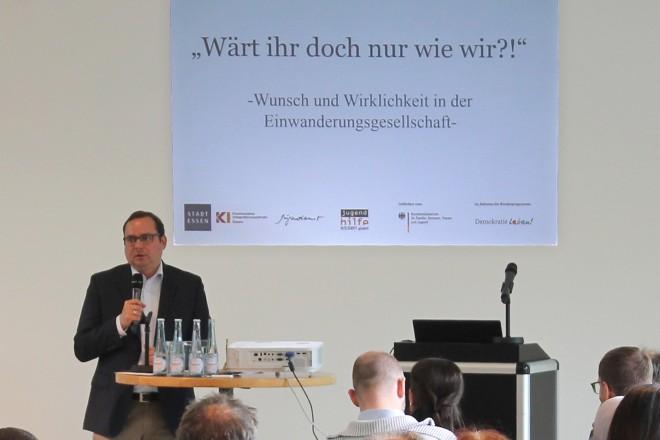 """Oberbürgermeister Thomas Kufen bei der Demokratiekonferenz """"Antimuslimischer Rassismus"""""""