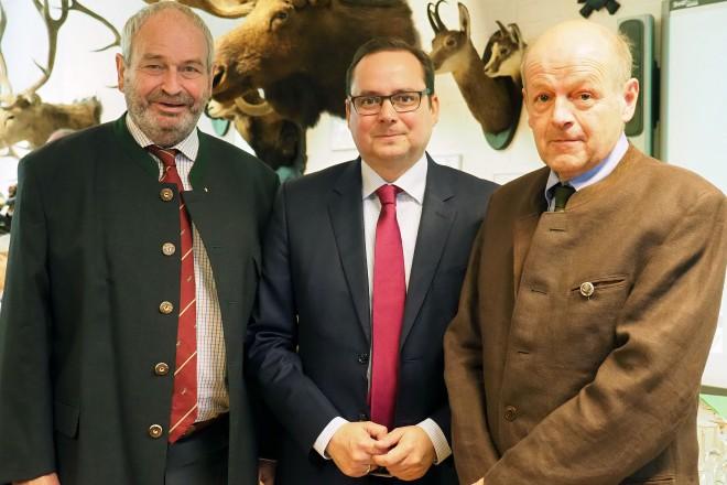 Feier zum 70jährigen Bestehen des Hegering Essen-Bredeney v.l.n.r: Georg Kurella, Oberbürgermeister Thomas Kufen und Dieter Rogoll