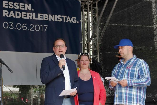 Oberbürgermeister Thomas Kufen eröffnet den Raderlebnistag auf dem Kennedyplatz. Foto: