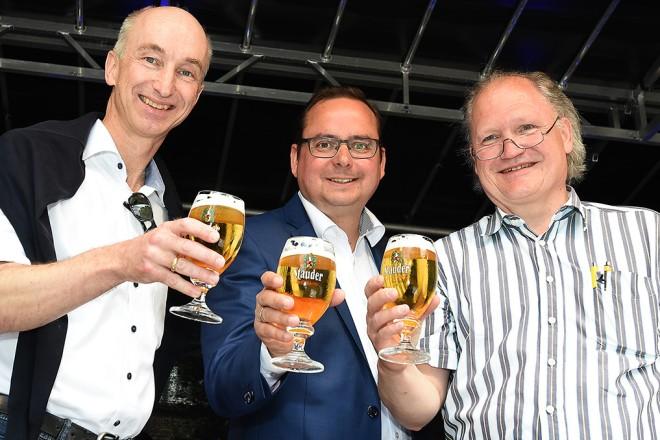 Eröffnung des Rü-Festes. V.l.n.r.: Dr. Thomas Stauder, Geschäftsführer der Brauerei Jacob Stauder, Oberbürgermeister Thomas Kufen und Dr. Rolf Krane, 1. Vorsitzender der Interessengemeinschaft Rüttenscheid e.V. (IGR).