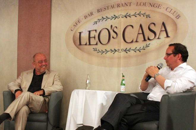 Zeitgespräch - Kultur und Politik, Talkrunde mit Oberbürgermeister Thomas Kufen (rechts) und Dr. Ludger Stratmann. Links im Bild Moderatorin Gabriele Masthoff.