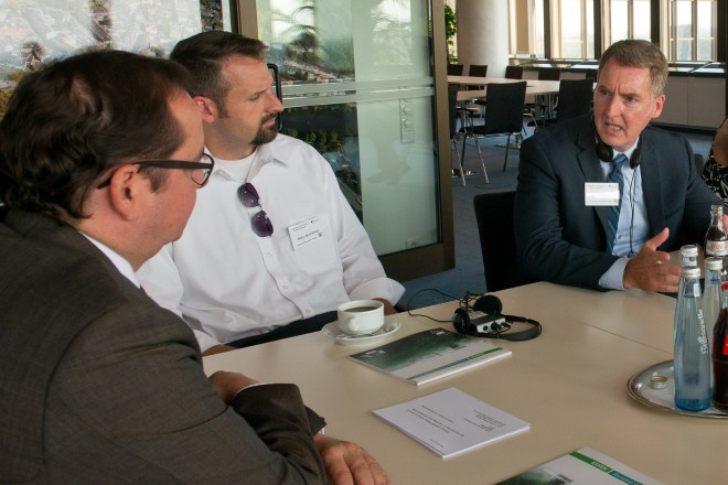 Oberbürgermeister Thomas Kufen (links) begrüßt eine Delegation aus Minnesota.