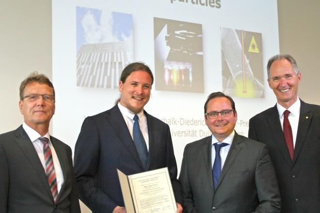 Verleihung des Gottschalk-Dieterich-Baedecker-Preises v.l.n.r: Martin Sutter (GDB-Stiftung), PD Dr. Philipp Wagener (Preisträger), Oberbürgermeister Thomas Kufen und Prof. Dr. Ulrich Radtke (Rektor UDE).