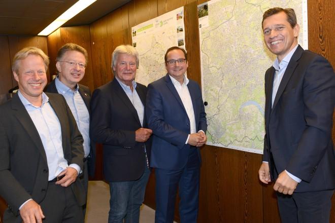 Oberbürgermeister informiert sich über Planungen zu Olympia im Ruhrgebiet v.l.n.r : Jochen Settelmayer, Michael Kurtz, Horst Melzer, Oberbürgermeister Thomas Kufen und Michael Mronz