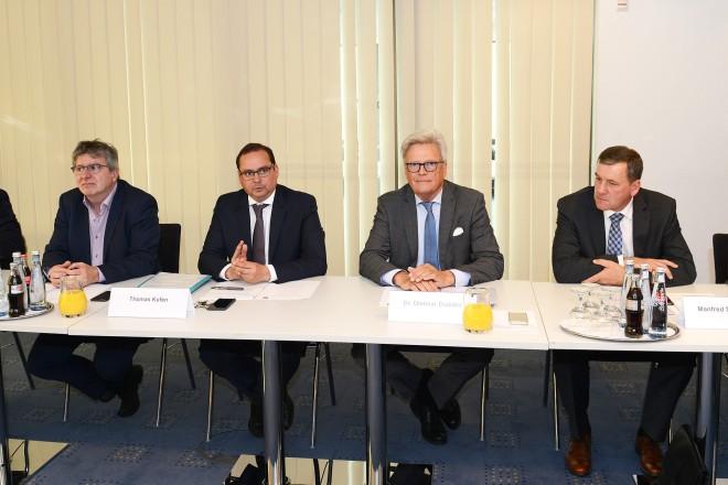 Oberbürgermeister Thomas Kufen begrüßt die Teilnehmer der 2.Wirtschaftskonferenz Essener Norden