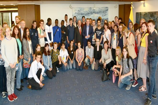 Bürgermeister Rudolf Jelinek begrüßt die Teilnehmer und Teilnehmerinnen des Internationalen Jugendtreffen der Essener Partnerstädte