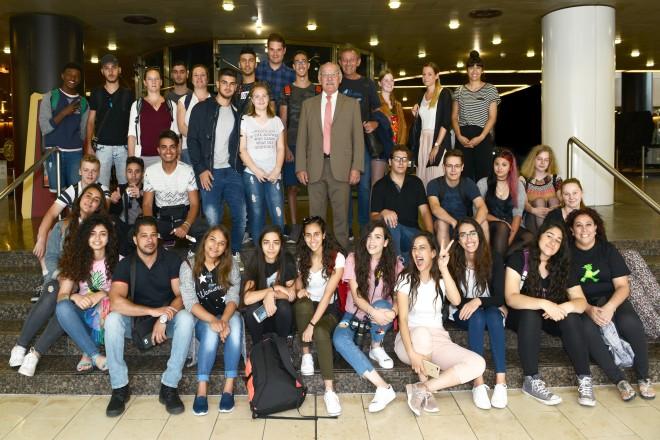 Bürgermeister Rudolf Jelinek begrüßt Jugendliche aus Israel, Gäste des Wichernhauses