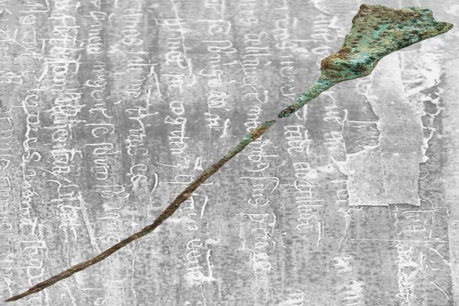 Der mittelalterliche Griffel. Bildhintergrund: beschriebene Wachstafel